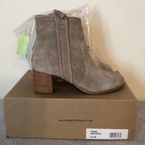 NWOT coconuts by Matisse size 8.5 short bootie